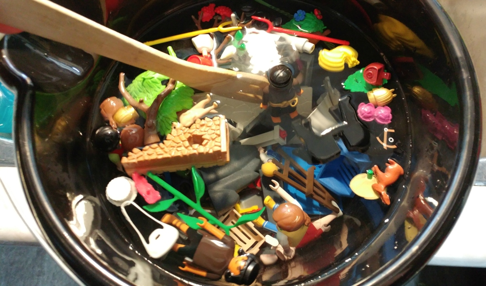 how to clean playmobil